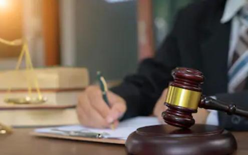 lawyer_img1